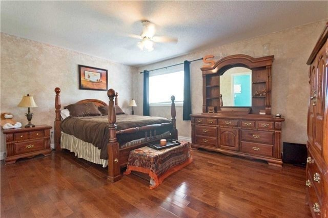 Detached at 376 Rushbrook Dr, Newmarket, Ontario. Image 3