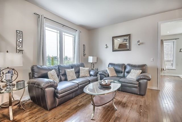 Detached at 531 Woodspring Ave, East Gwillimbury, Ontario. Image 17