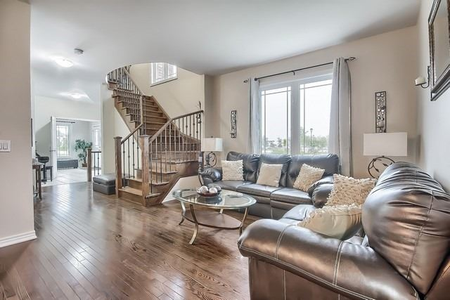 Detached at 531 Woodspring Ave, East Gwillimbury, Ontario. Image 18