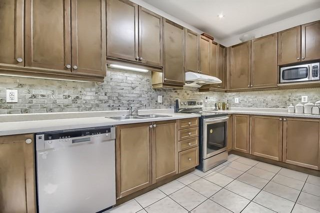 Detached at 531 Woodspring Ave, East Gwillimbury, Ontario. Image 2