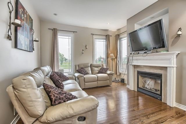 Detached at 531 Woodspring Ave, East Gwillimbury, Ontario. Image 3