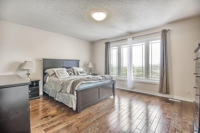 Detached at 531 Woodspring Ave, East Gwillimbury, Ontario. Image 6