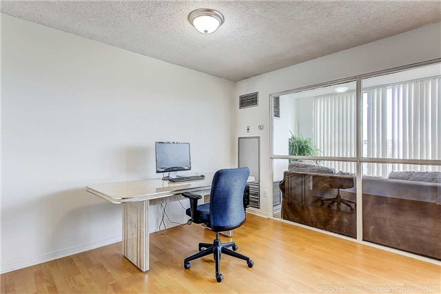 Condo Apartment at 7905 Bayview Ave, Unit 803, Markham, Ontario. Image 17
