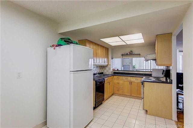 Condo Apartment at 7905 Bayview Ave, Unit 803, Markham, Ontario. Image 2
