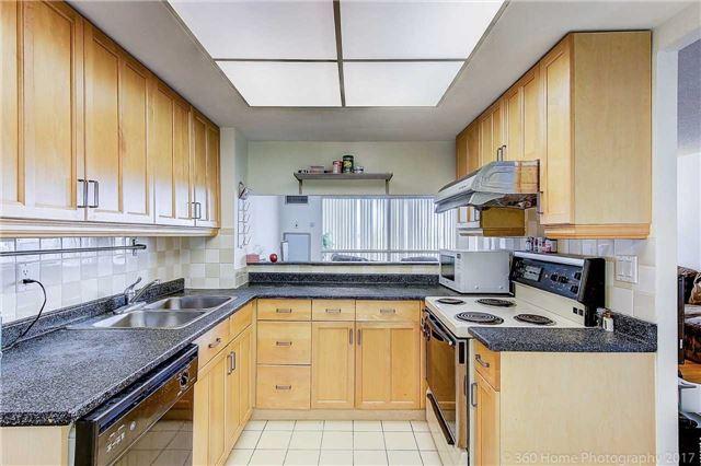 Condo Apartment at 7905 Bayview Ave, Unit 803, Markham, Ontario. Image 3