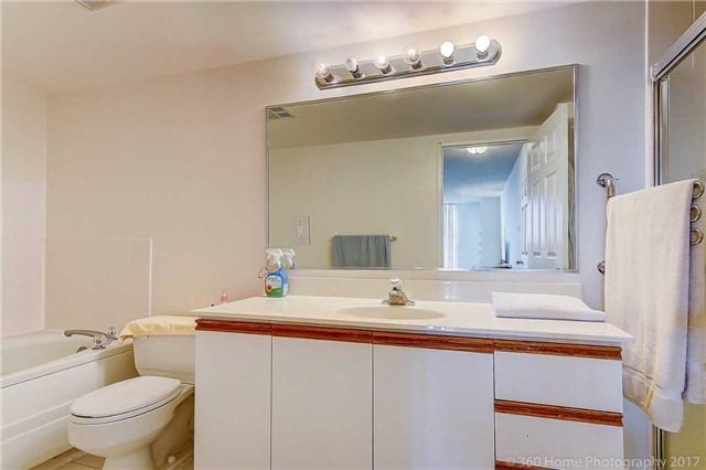 Condo Apartment at 7905 Bayview Ave, Unit 803, Markham, Ontario. Image 7