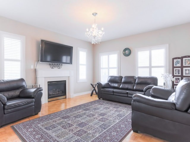 Detached at 2 Eminence Rd, Vaughan, Ontario. Image 12