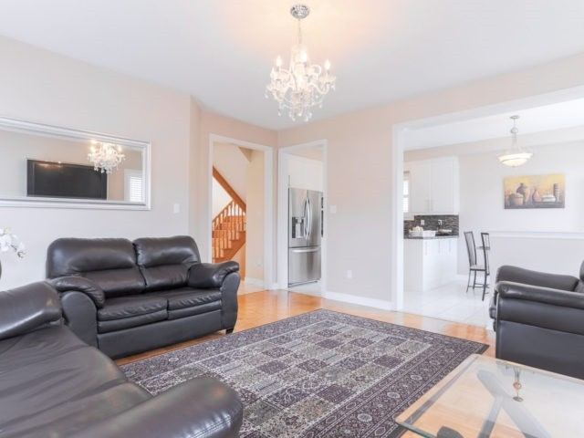 Detached at 2 Eminence Rd, Vaughan, Ontario. Image 13