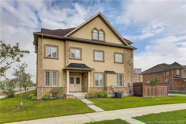 Townhouse at 10717 Woodbine Ave, Markham, Ontario. Image 12