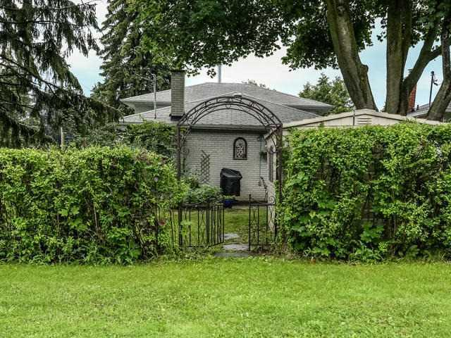 Detached at 2 Lincoln Green Dr, Markham, Ontario. Image 14