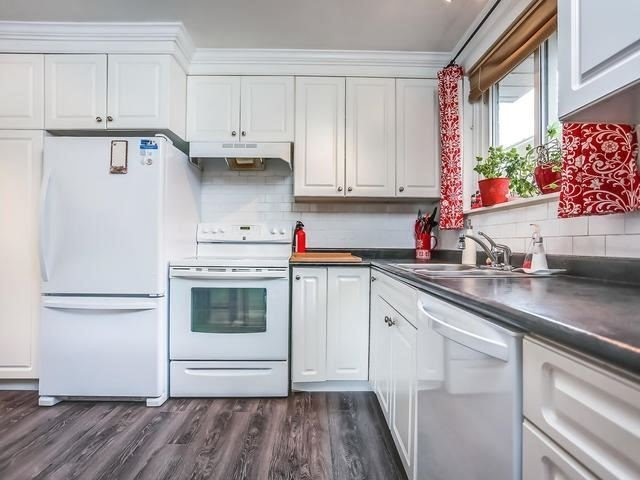 Detached at 2 Lincoln Green Dr, Markham, Ontario. Image 3