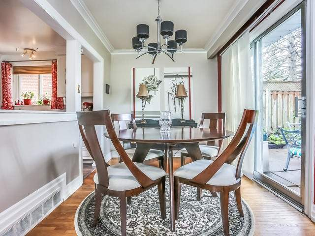 Detached at 2 Lincoln Green Dr, Markham, Ontario. Image 5