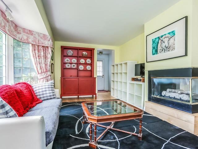 Detached at 2 Lincoln Green Dr, Markham, Ontario. Image 12
