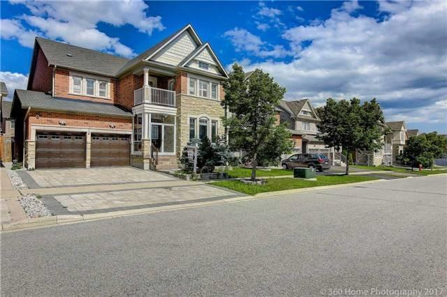 Detached at 7 Lake Woods St, Richmond Hill, Ontario. Image 1