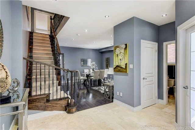 Detached at 7 Lake Woods St, Richmond Hill, Ontario. Image 12