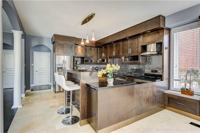 Detached at 7 Lake Woods St, Richmond Hill, Ontario. Image 17