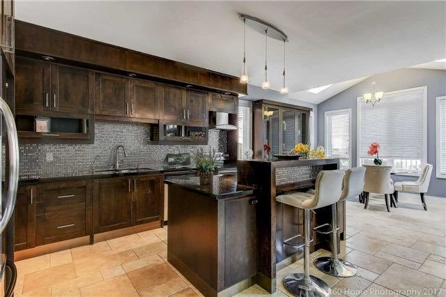 Detached at 7 Lake Woods St, Richmond Hill, Ontario. Image 18