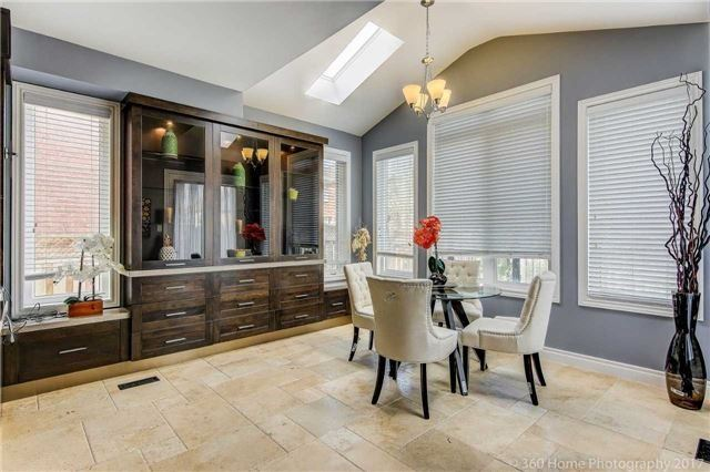 Detached at 7 Lake Woods St, Richmond Hill, Ontario. Image 19