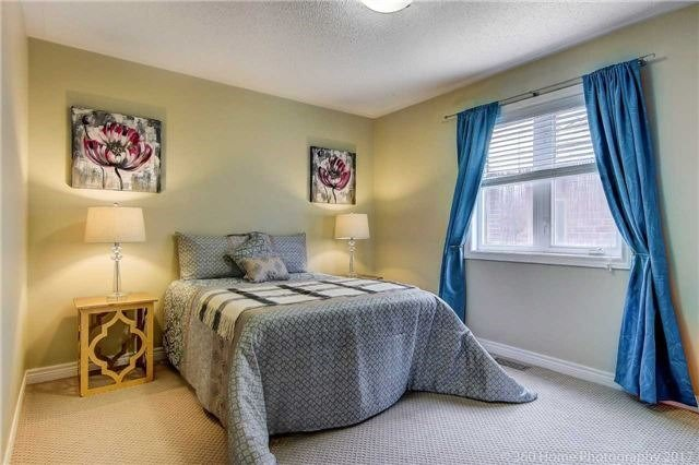 Detached at 7 Lake Woods St, Richmond Hill, Ontario. Image 2