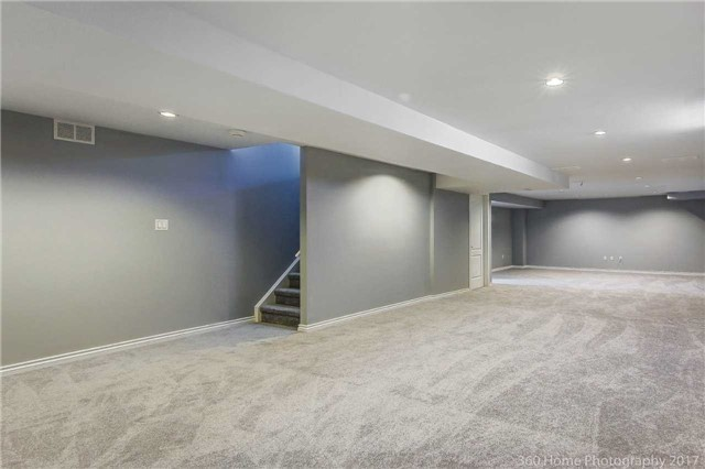 Detached at 7 Lake Woods St, Richmond Hill, Ontario. Image 9
