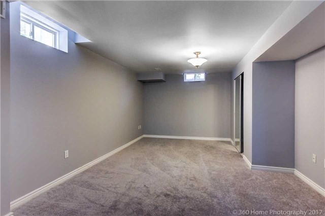 Detached at 7 Lake Woods St, Richmond Hill, Ontario. Image 10