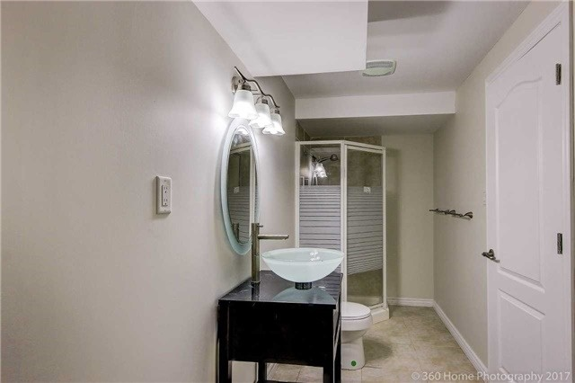 Detached at 7 Lake Woods St, Richmond Hill, Ontario. Image 11