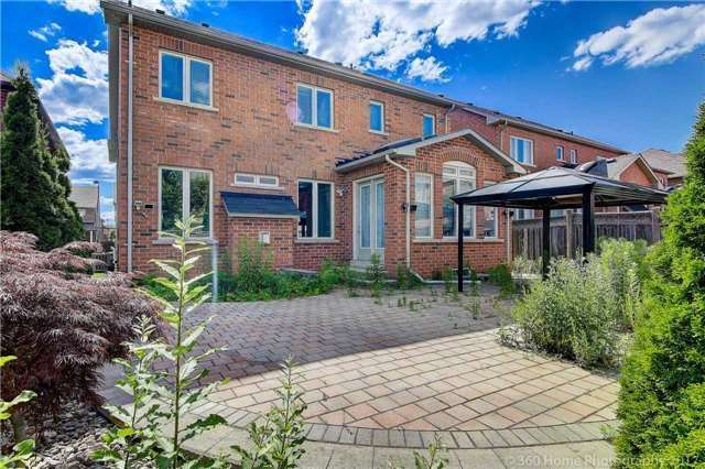 Detached at 7 Lake Woods St, Richmond Hill, Ontario. Image 13