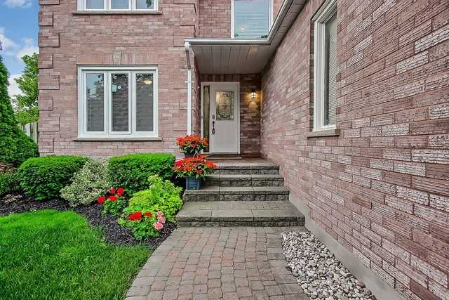 Detached at 1040 Ashley Pl, Newmarket, Ontario. Image 7