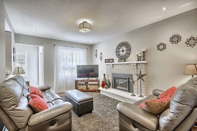 Detached at 1040 Ashley Pl, Newmarket, Ontario. Image 13