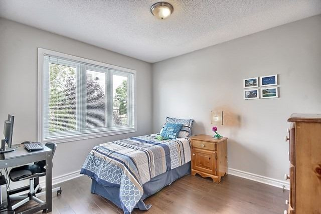 Detached at 1040 Ashley Pl, Newmarket, Ontario. Image 3