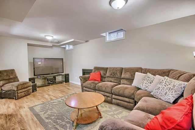 Detached at 1040 Ashley Pl, Newmarket, Ontario. Image 4