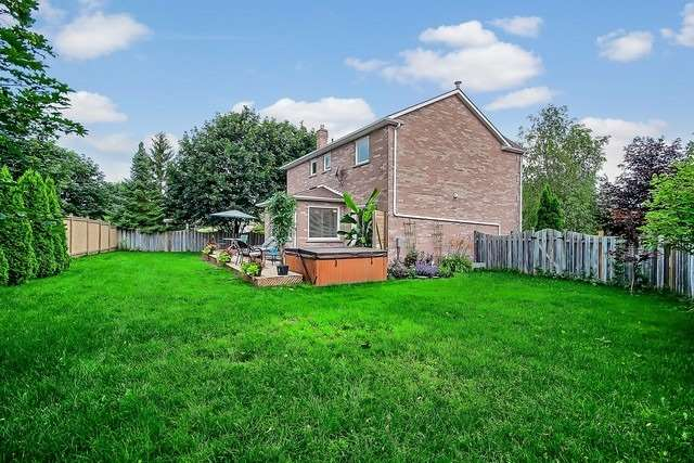 Detached at 1040 Ashley Pl, Newmarket, Ontario. Image 6