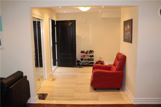 Detached at 22 Elm Grove Ave, Richmond Hill, Ontario. Image 10