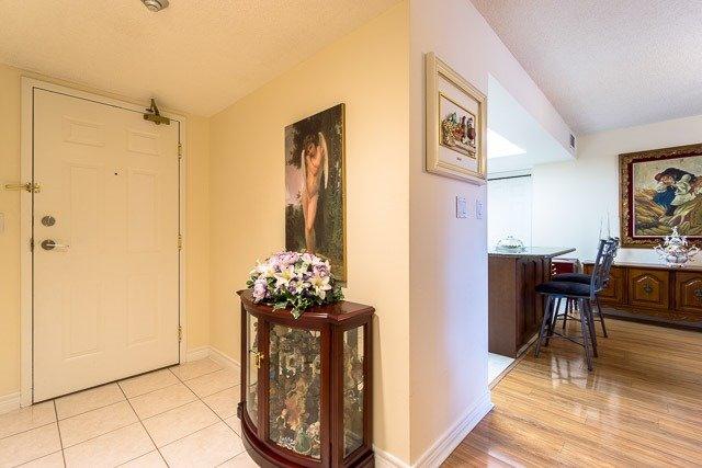 Condo Apartment at 121 Woodbridge Ave, Unit 209, Vaughan, Ontario. Image 12