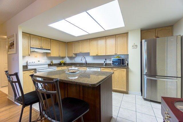 Condo Apartment at 121 Woodbridge Ave, Unit 209, Vaughan, Ontario. Image 14