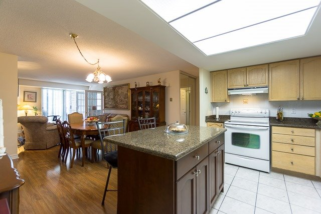 Condo Apartment at 121 Woodbridge Ave, Unit 209, Vaughan, Ontario. Image 15