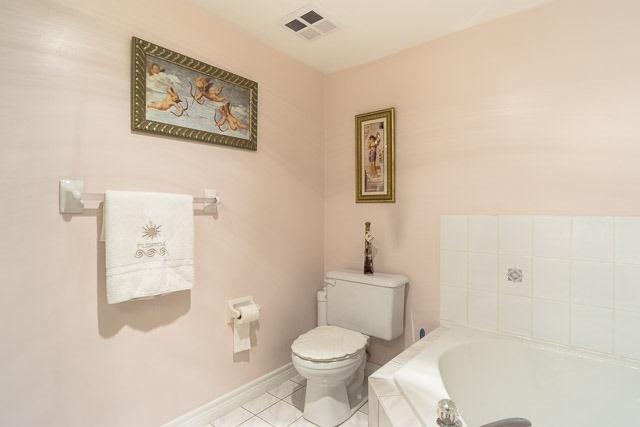 Condo Apartment at 121 Woodbridge Ave, Unit 209, Vaughan, Ontario. Image 6