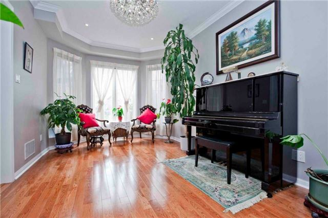 Detached at 8 Grover Hill Ave, Richmond Hill, Ontario. Image 14