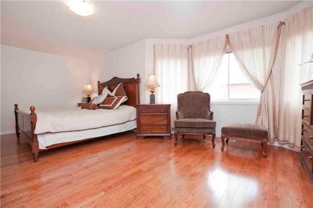 Detached at 8 Grover Hill Ave, Richmond Hill, Ontario. Image 2