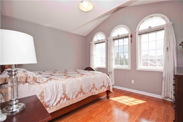 Detached at 8 Grover Hill Ave, Richmond Hill, Ontario. Image 5