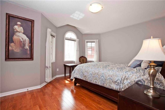 Detached at 8 Grover Hill Ave, Richmond Hill, Ontario. Image 6