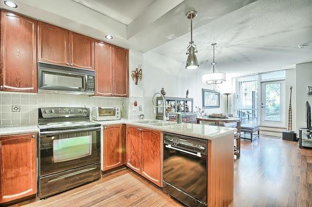 Condo Apartment at 33 Cox Blvd, Unit 131, Markham, Ontario. Image 12