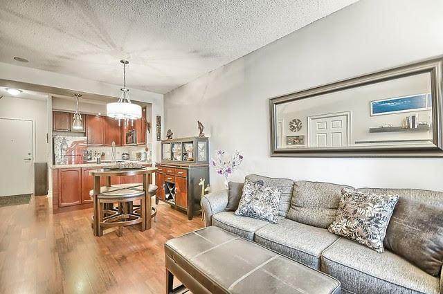 Condo Apartment at 33 Cox Blvd, Unit 131, Markham, Ontario. Image 5