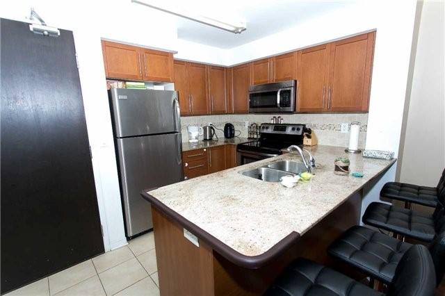 Condo Apartment at 75 King William Cres, Unit 711, Richmond Hill, Ontario. Image 8