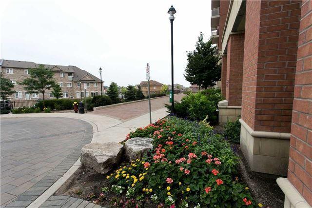 Condo Apartment at 75 King William Cres, Unit 711, Richmond Hill, Ontario. Image 3
