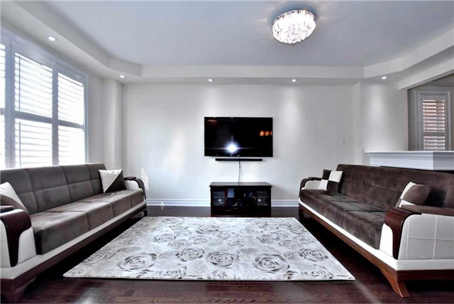 Detached at 107 Riding Mountain Dr, Richmond Hill, Ontario. Image 13