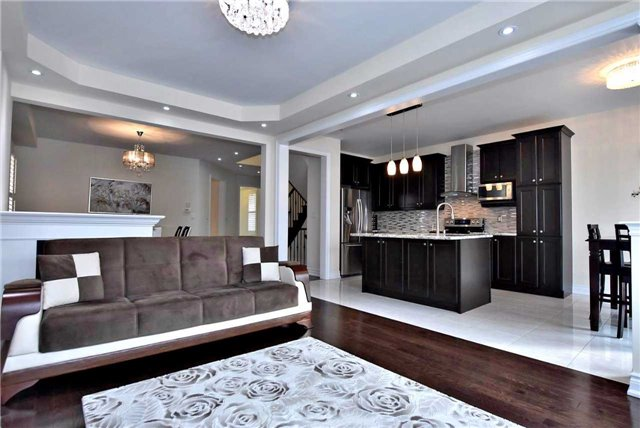 Detached at 107 Riding Mountain Dr, Richmond Hill, Ontario. Image 14