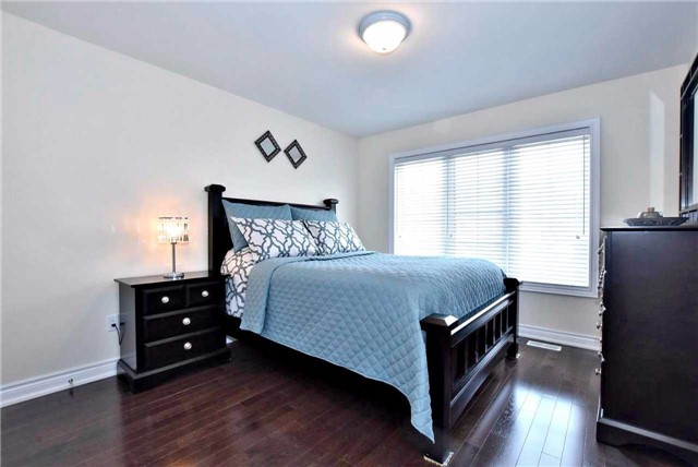 Detached at 107 Riding Mountain Dr, Richmond Hill, Ontario. Image 4