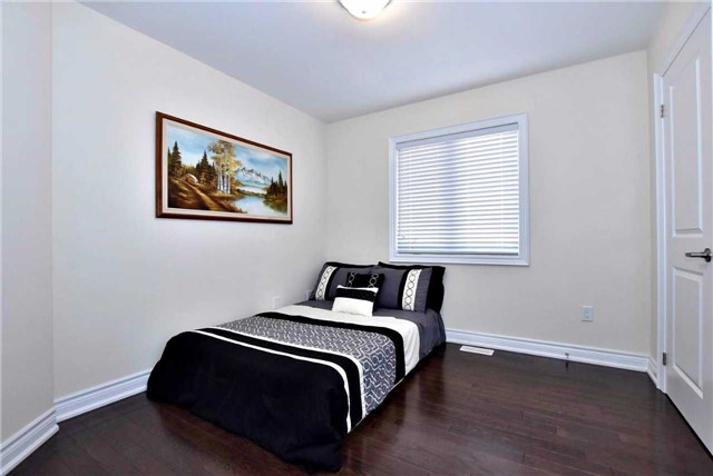 Detached at 107 Riding Mountain Dr, Richmond Hill, Ontario. Image 5