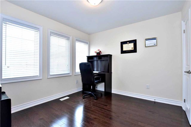 Detached at 107 Riding Mountain Dr, Richmond Hill, Ontario. Image 6